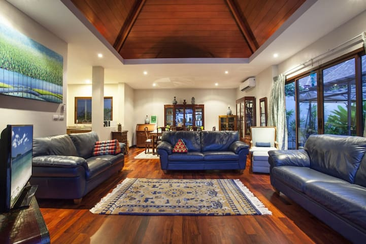 Heigh ceiling living room with beautiful furniture
