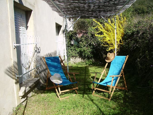 """Dépendance mas vigneron """"Le Petit Jardin""""."""