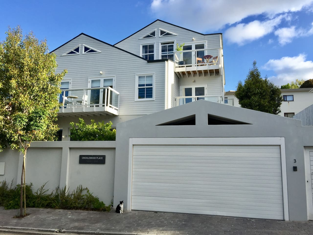 2 cricklewood place - luxury holiday home - townhouses for rent in