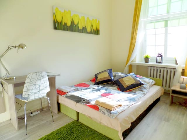 CITYCENTRAL Hostel cosy double/twin room at RYNEK