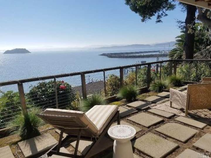GORGEOUS BAYSIDE BUNGALOW WITH PRIVATE TERRACE