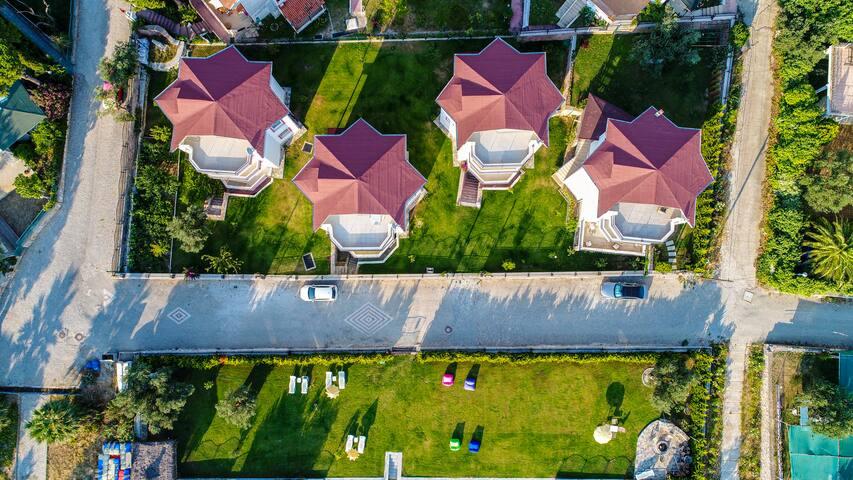 Villa Pink 7 meters to sea 1300 m2 garden