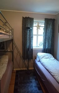 Nice room with comfortable beds in quiet area
