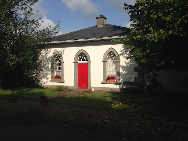 A Charming 18th Century Gate Lodge - Athleague