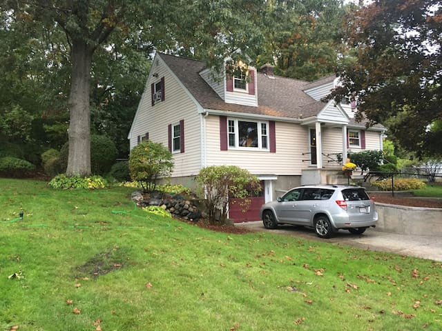 Nice house in quite area close to everything - 2nd - Burlington - Casa