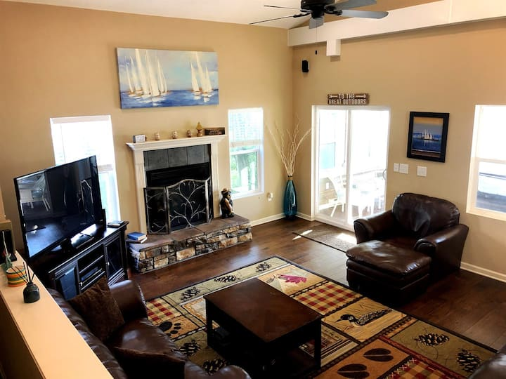 Pepin Breeze - Luxury Stay for 15+ Guests
