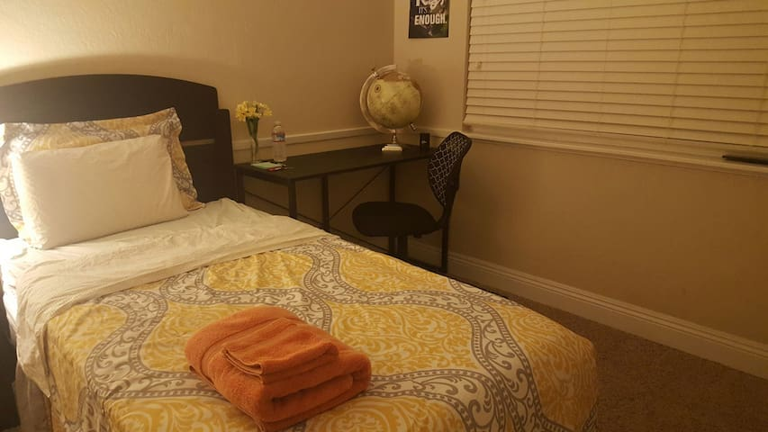 Comfortable private room & bath - Citrus Heights - Casa