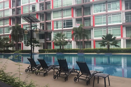East Pattaya, Lovely Condo with huge swimming pool - Pong