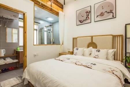 琴笙楠舍   自在    同里古镇内,南大门检票口旁15平,1.8米宽新中式大床房