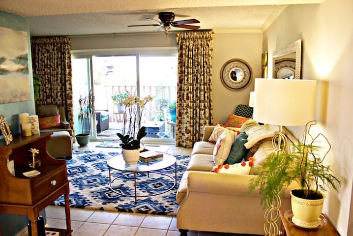 Comfortable Oasis close to everything.