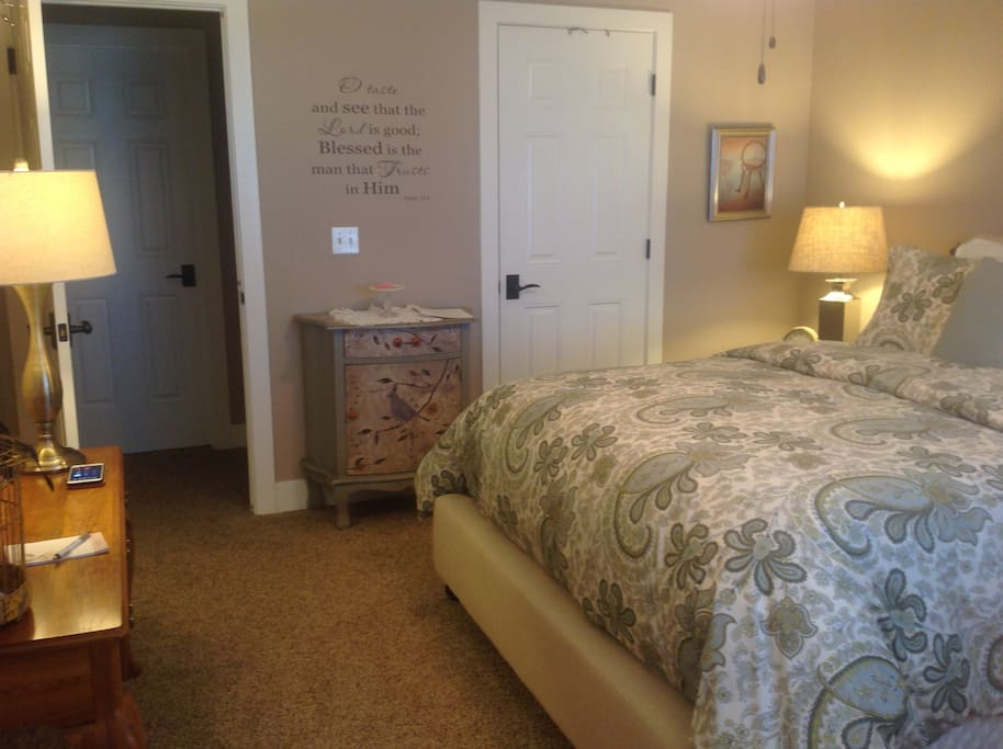 Beautiful brand new IComfort top of the line bed with all new Potterybarn bedding.