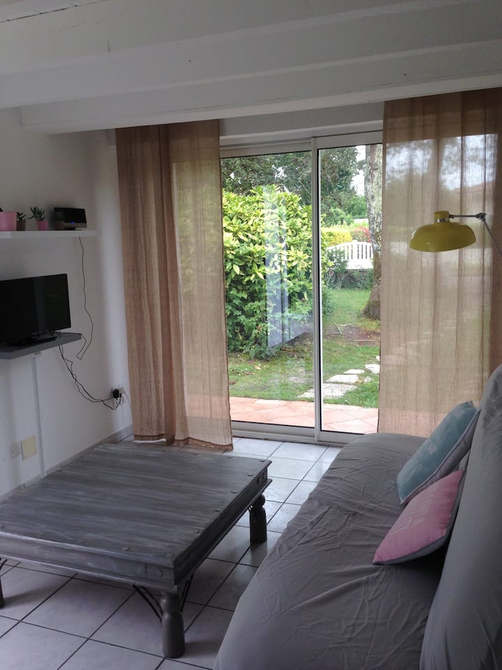Studio cosy avec terrasse privative et jardinet
