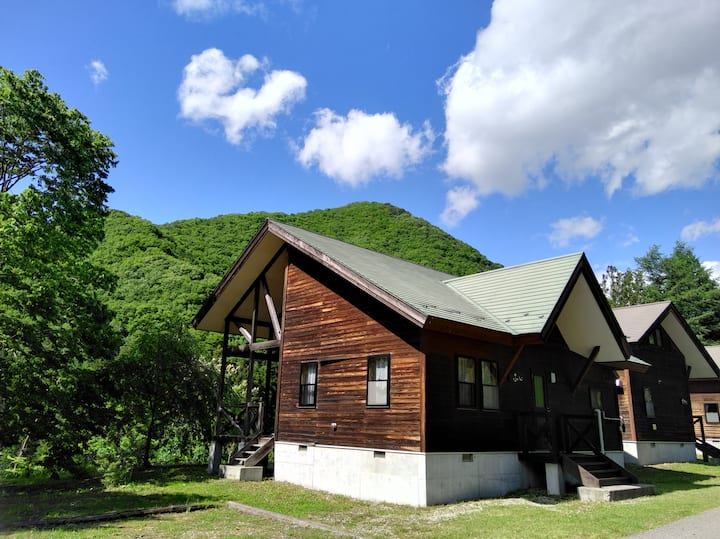 Enjoy the large private cottage near the station!