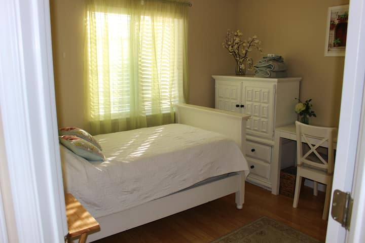 Lovely Room with Feminine Touches (Females Only)