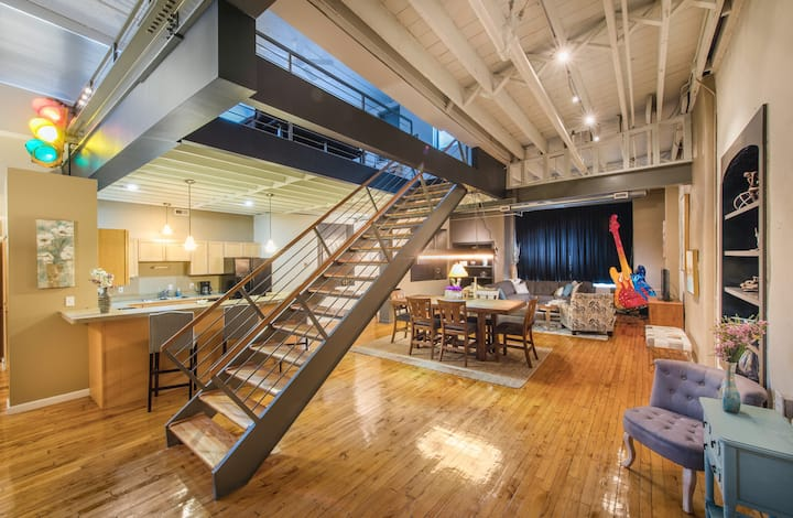 Private Spacious Loft Downtown Cleveland