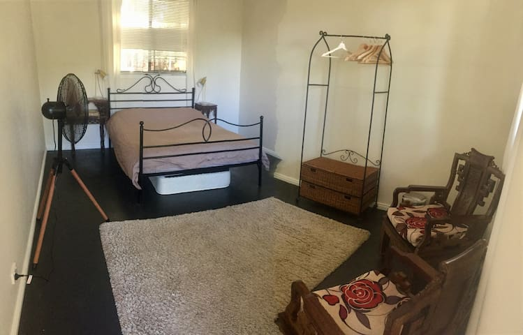 Each of the 3 King size bedrooms offer a Queen bed, and a single bed mattress stored under queen bed. If calendar shows 'booked'; please email ShambabaRetreat@mail.com to help with booking.