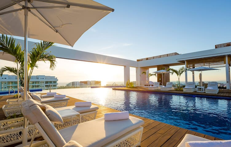 Grand Luxxe 2 Bedroom Suite - Christmas Week 2020!
