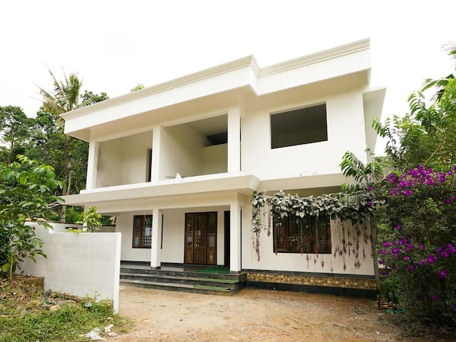 OYO - Cosy 1BR Home Stay in Munnar - Trending!!
