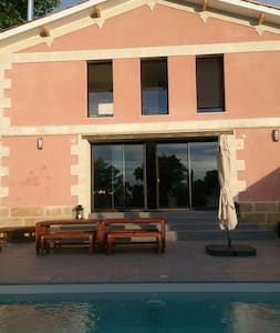 Renovated period house with pool in period Village - Bourg