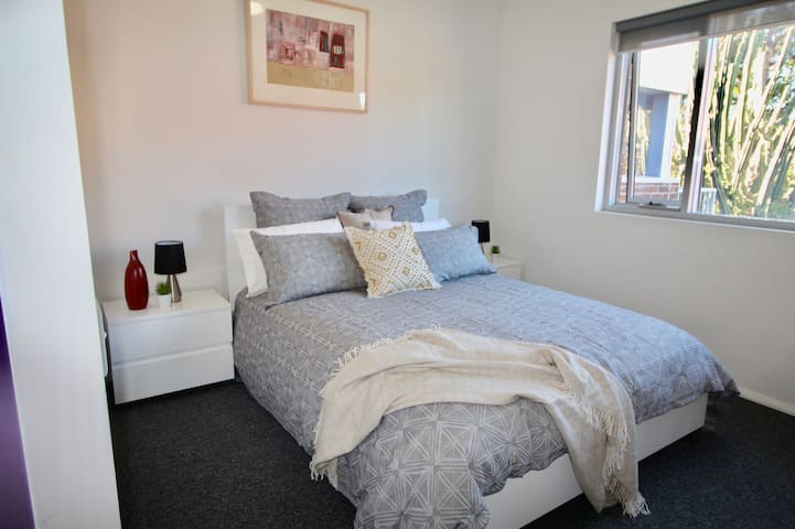 Double bed, bedside table, lamps