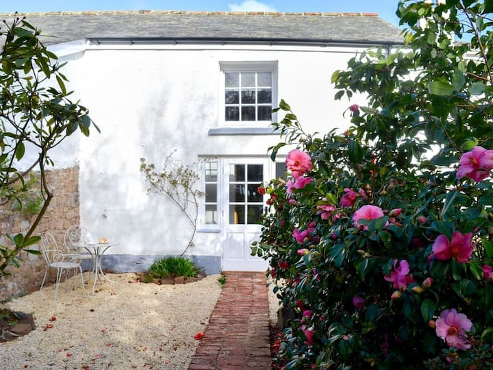 Manor Cottage (UK11037)