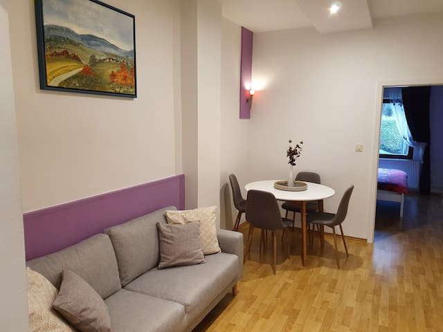 2 Bedroom apartment, Central location-Free parking