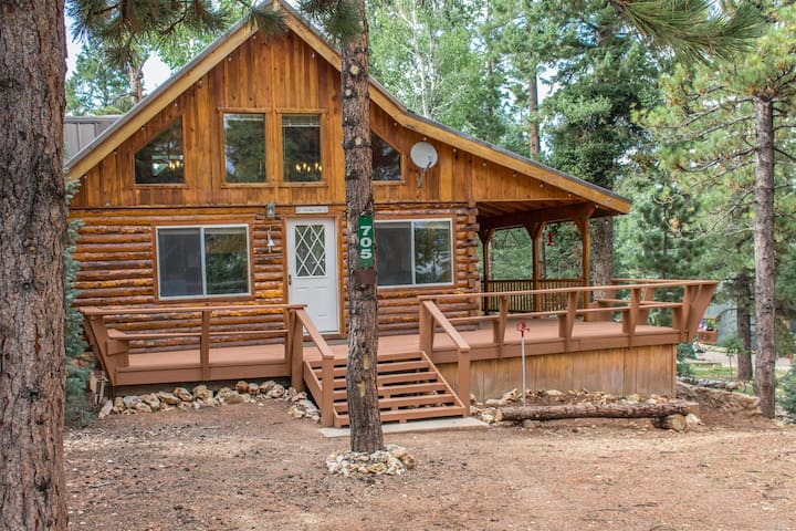 New this fall !!!  Duck Creek Cozy Cabin - Located in the heart of DCV