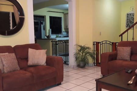 Private Res,wifi, cable, AC - Nuevo Cuscatlan  - House