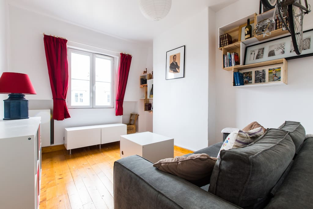 cosy studio fully equiped flats for rent in paris le de france france. Black Bedroom Furniture Sets. Home Design Ideas