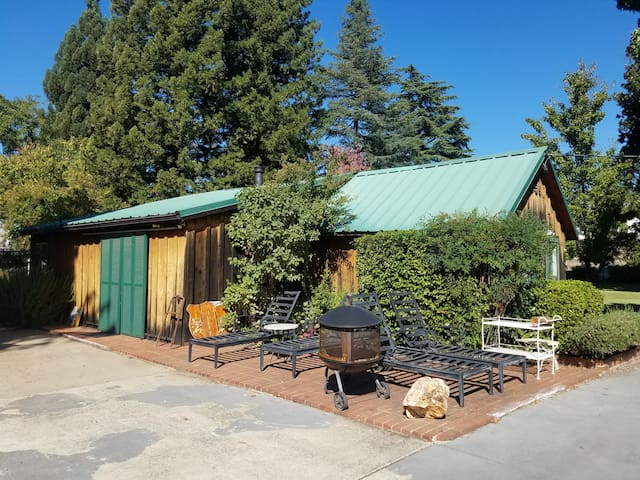 Quaint Historic Guest House : 1 of 2 Bedrooms - Sutter Creek - Guesthouse