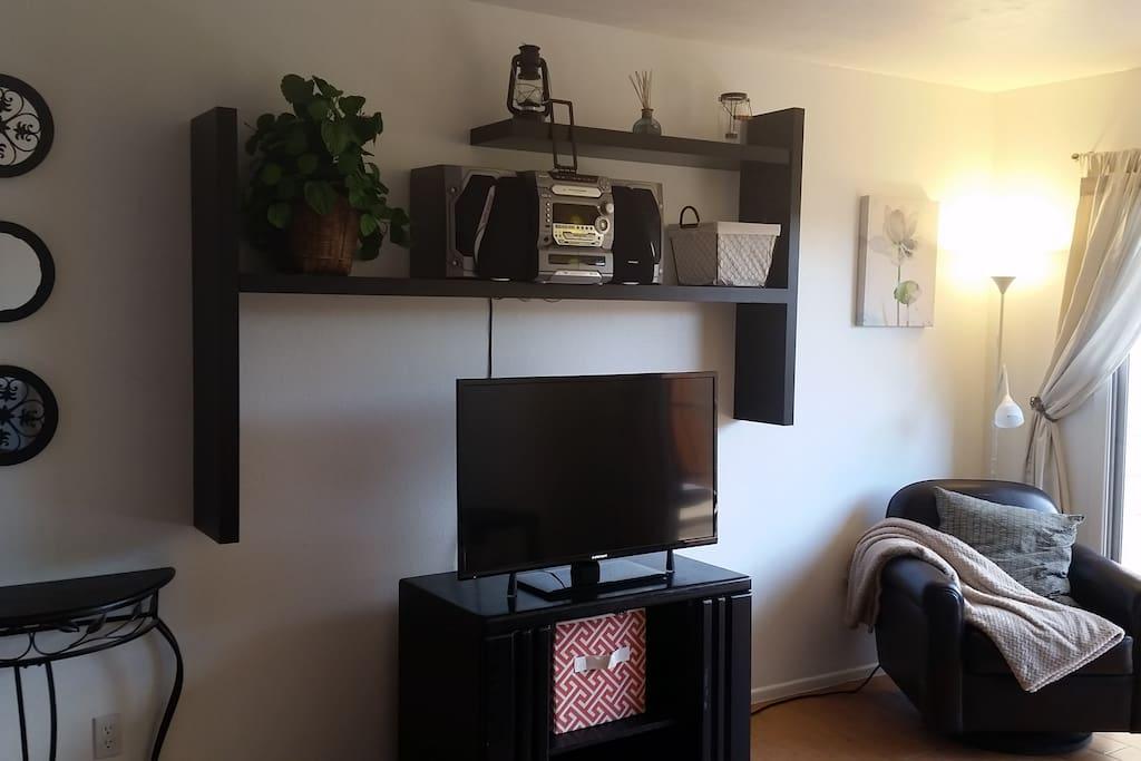 "Living room - Brand new 40"" TV with Googlecast"