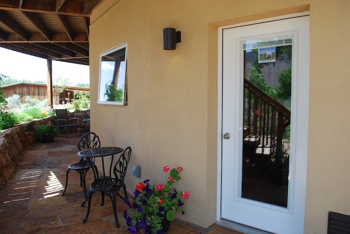 Organic Sanctuary solar Private room/bath/entrance