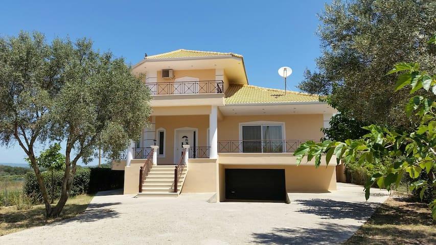 Modern villa - Palairos  - Huvila