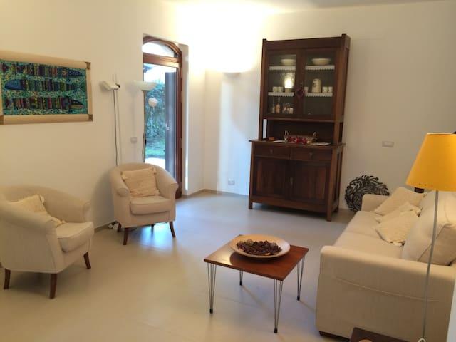 Elegante e luminosa villa nel centro di Cas.Marina - Castellaneta Marina - 별장/타운하우스