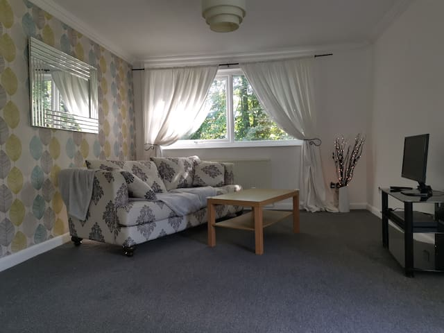 2 Bed flat ideal for Sheffield and Peak District
