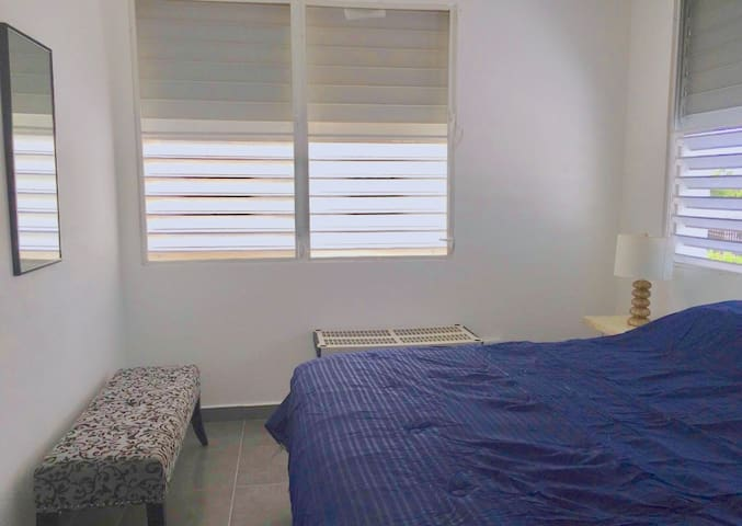 N°1 Large King size bedroom with super cold AC and shutter for dark night