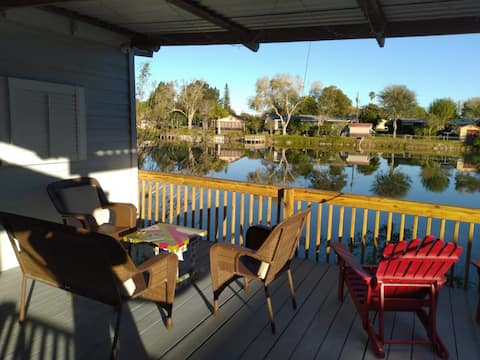 Lake View Private Room and Peacefully Deck