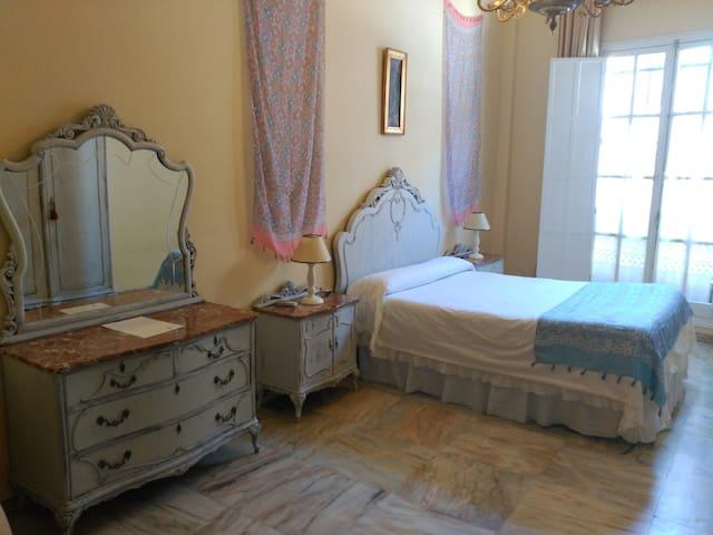 Habitación muy espaciosa en casa señorial (Écija) - Écija - House