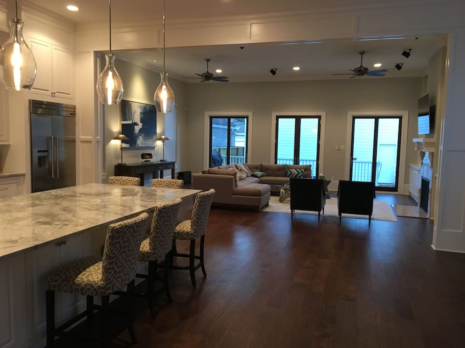 Large Great Room with Kitchen