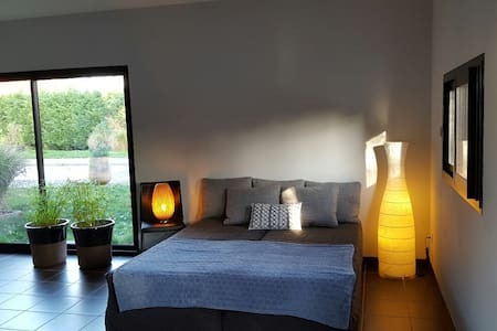 chambre indépendante dans un jardin - Charbonnières-les-Bains - Aamiaismajoitus