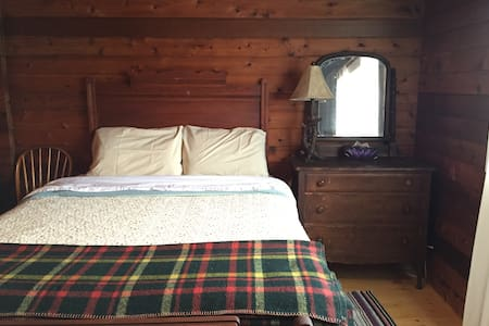 Cedarbelle - Cozy Cabin on 12 Acres - Desboro - Dom