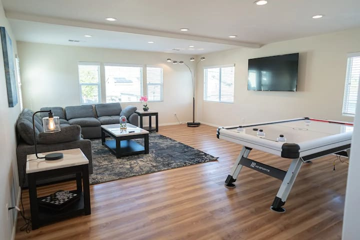 CLEAN/DISINFECTED Stylish Home in South Bay (p1)