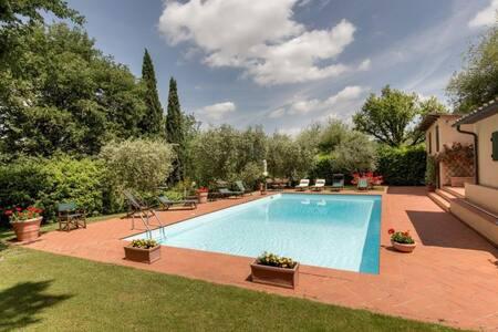 Elegant villa with private garden and pool - Poggibonsi