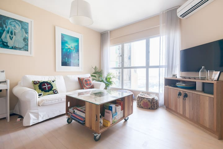 Modern Apartment in West Kowloon.