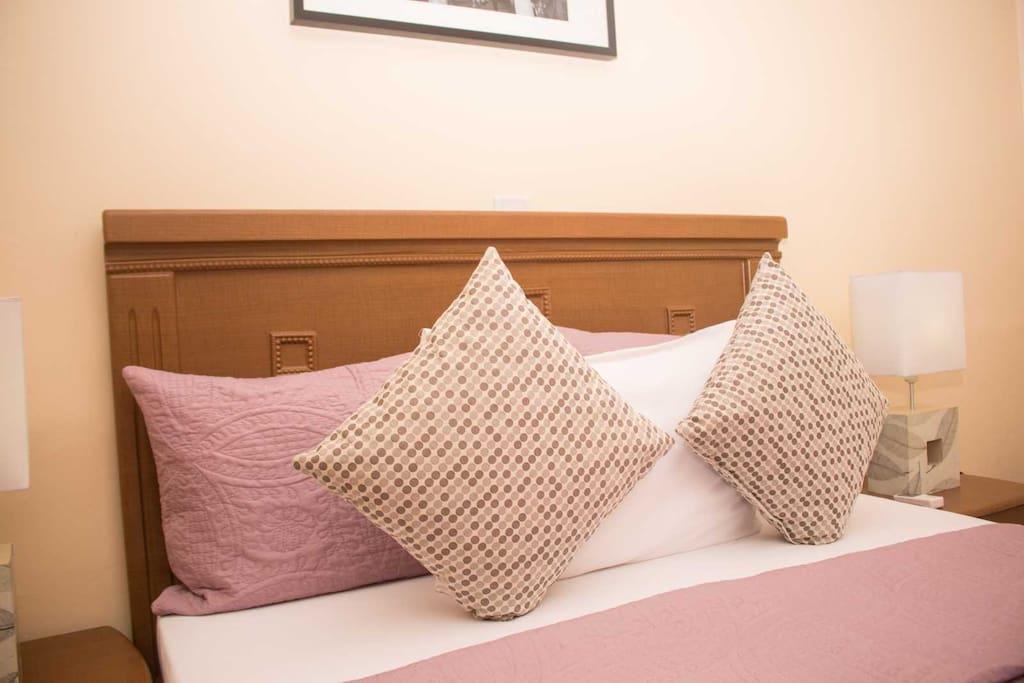 Simmons premium comfy queen beds