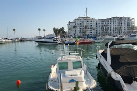Luxury 2 bedroom apartment 1 mile from Duquesa