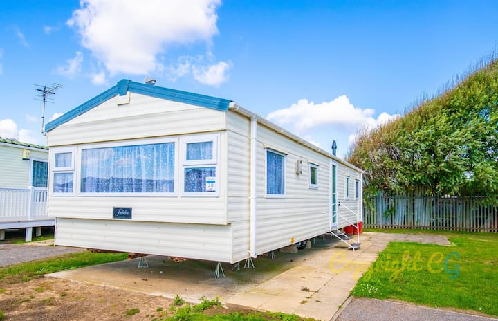 LBL20 - Camber Sands Holiday Park - Sleeps 8 - 2 mins walk to the beach - Private Parking