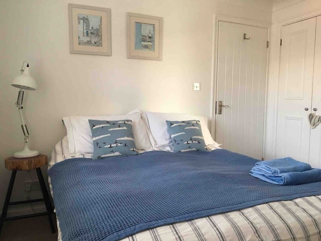 HAMBLE village house - Bedroom 2 with ensuite