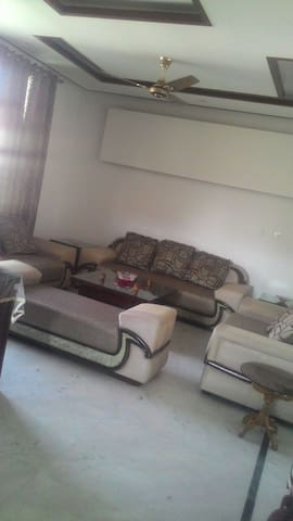 Cozy Bedroom in a modern 3BHK Apartment - Panchkula - Huoneisto