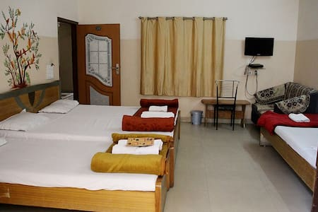 Deluxe Four Bed Room (Hotel Mansagar )